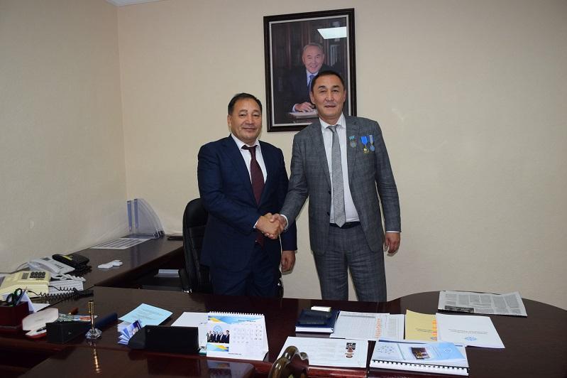 托合詹诺夫当选哈萨克斯坦工会联合会主席