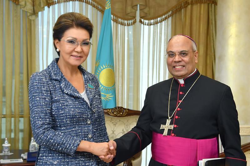 参议院议长会见罗马教廷大使