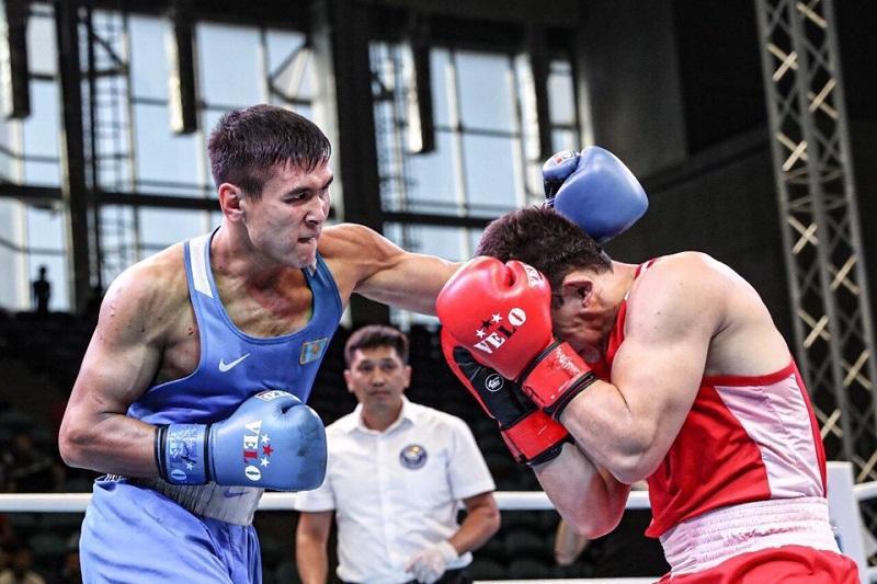 Казахстанец победил американца на чемпионате мира по боксу