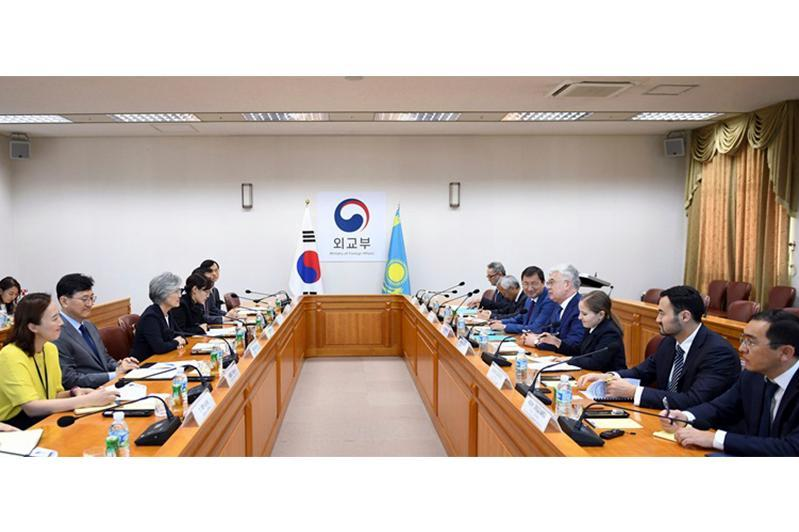 哈萨克斯坦外长对韩国进行正式访问
