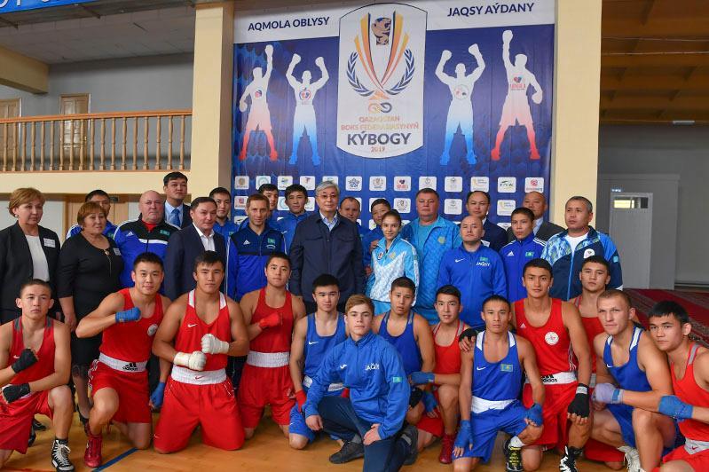 Глава государства посетил школу, подготовившую 4 800 спортсменов