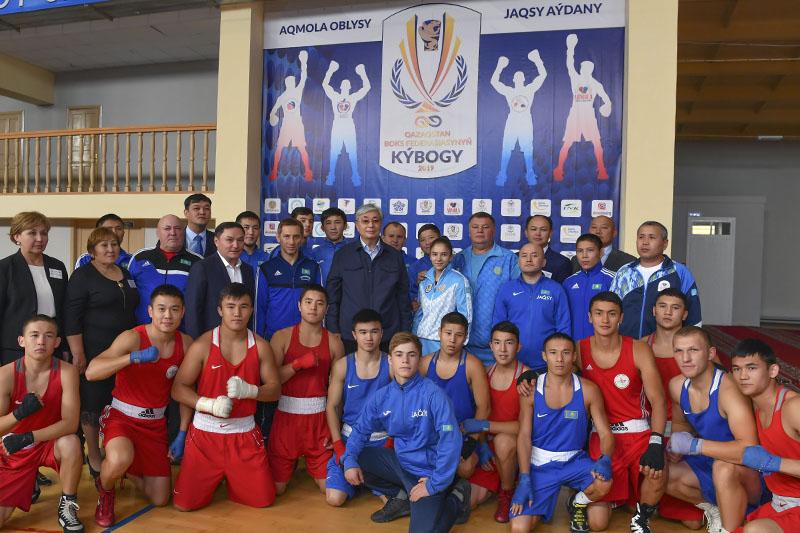 ҚР Президенті Ақмола облысында 4,8 мың спортшыны дайындаған мектепке барды