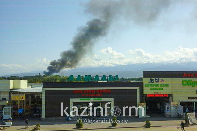 Труп на месте пожара в Алматы: погибшая была сотрудником мебельного цеха