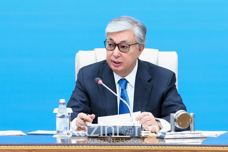 托卡耶夫总统主持召开农村发展问题会议