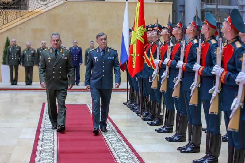 国防部部长叶尔梅克巴耶夫访问俄罗斯