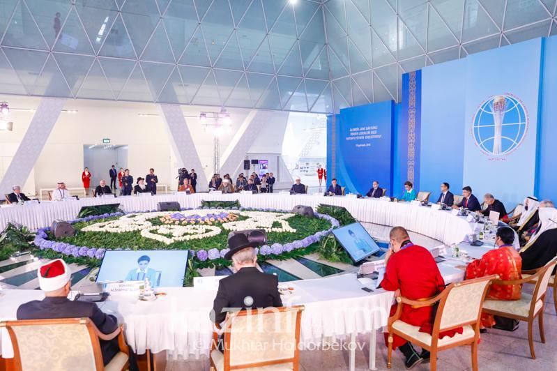 纳扎尔巴耶娃主持召开世界和传统宗教领袖大会第十八次秘书处会议