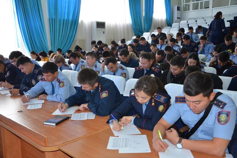 Қарағанды облысының полицейлері латын қарпінде диктант жазды
