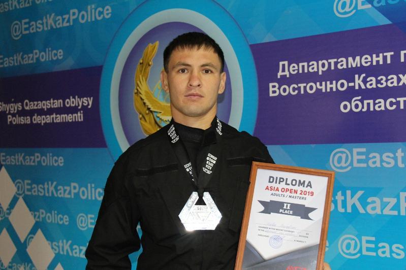 Полицейский из ВКО завоевал «серебро» на чемпионате Азии по грэпплингу