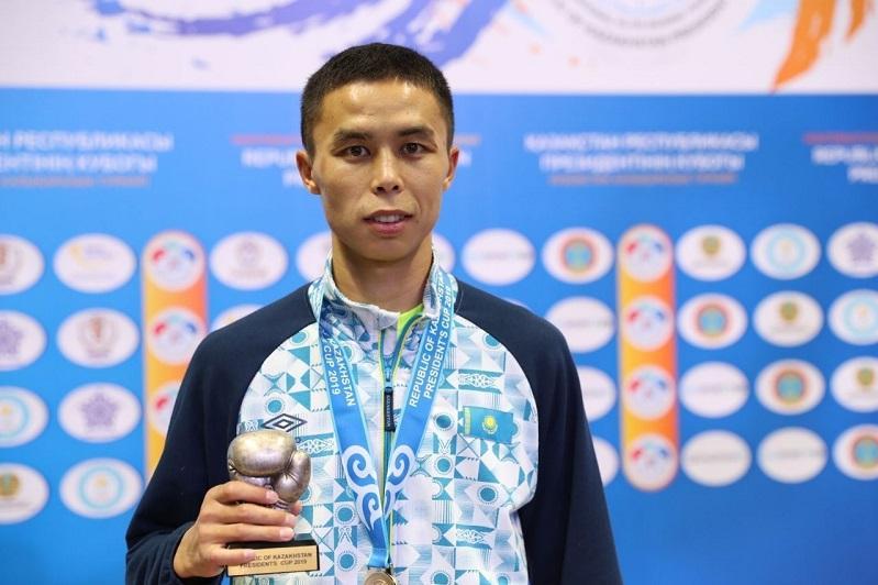 Сакен Бибосынов первым гарантировал Казахстану медаль на ЧМ по боксу