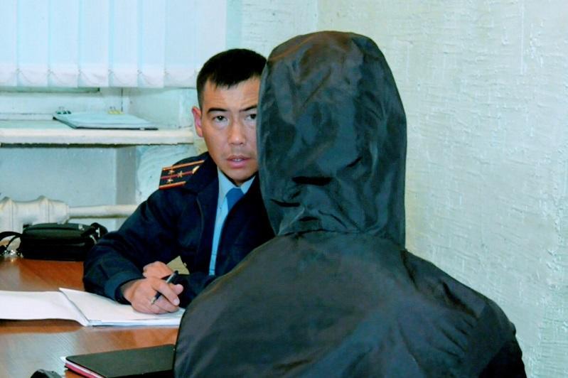 Деньги из рук незрячего мужчины вырвал грабитель в Петропавловске