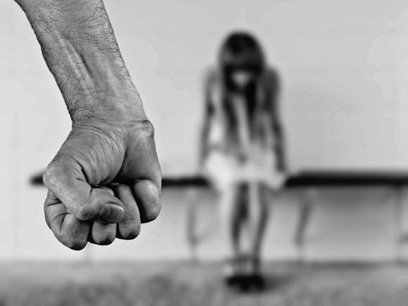 Насиловавший 13-летнюю приемную дочь осужденв Атырау
