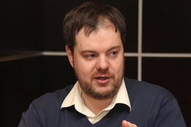 Andreı Chebotarev: Prezıdent eski gvardııa men jas saıasatkerlerdiń úılesimin saqtap otyr