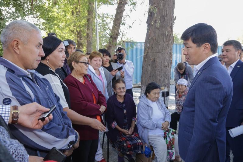 Бауыржан Байбек обсудил с шымкентцами проблемные вопросы города