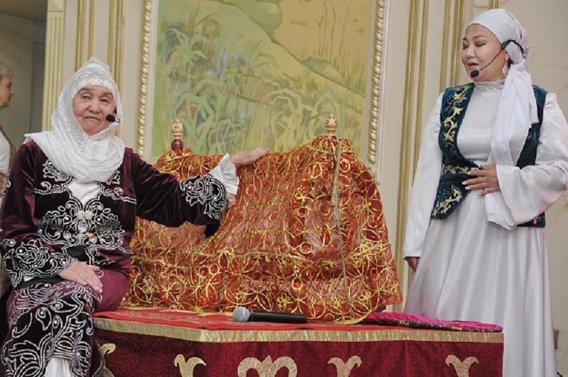 Павлодарлық әжелер перзентханада жас аналарға бесік жырын үйретеді