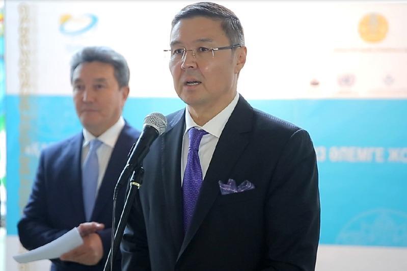 Казахстан и Япония призвали к миру без ядерного оружия