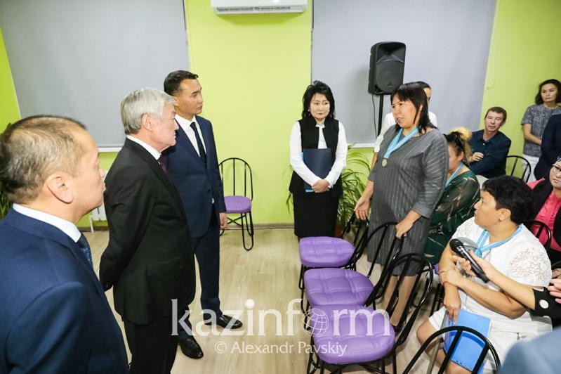 Бердибек Сапарбаев встретился с многодетными матерями в Алматы