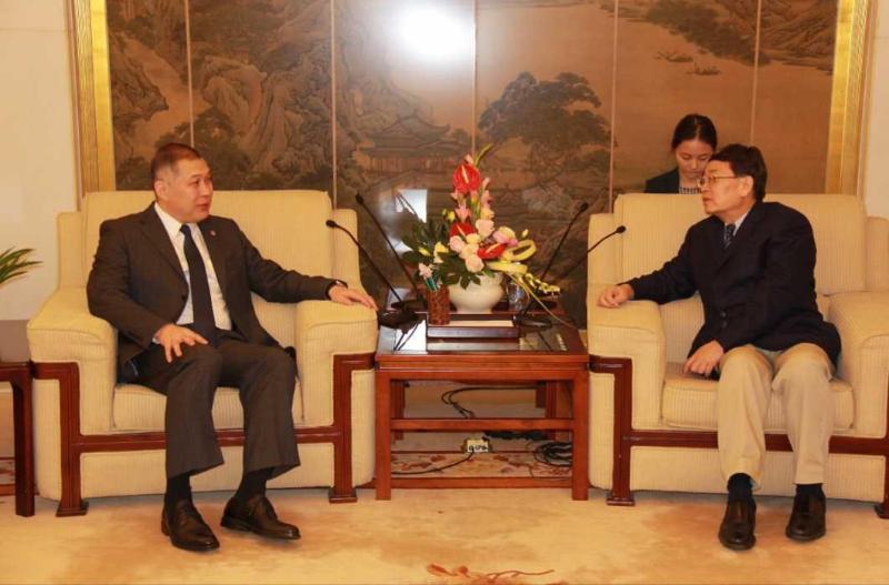 哈萨克斯坦驻华大使会见中国外交部涉外安全事务专员