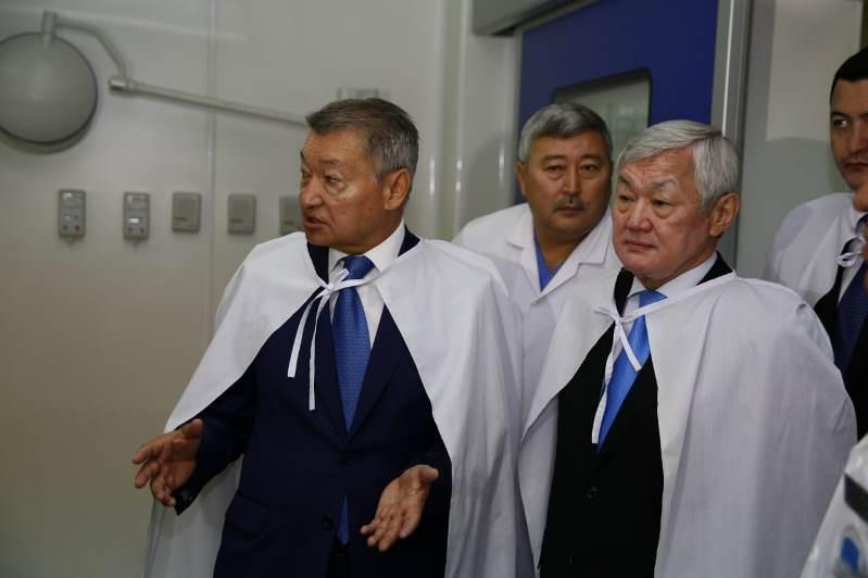 Бердибек Сапарбаев высоко оценил гибридную операционную в ВКО