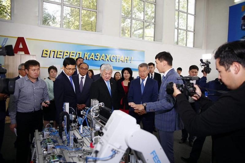 Приоритетные задачи Послания обсудил Бердибек Сапарбаев на встрече с семейчанами