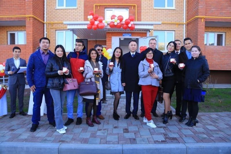 Врачи и многодетные семьи получили квартиры в Лисаковске