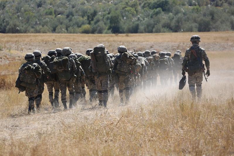 Горно-егерские подразделения совершили суточный пеший переход по горам Каратау