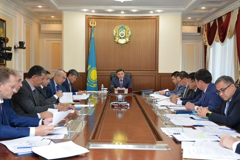 Ермек Маржикпаев раскритиковал темпы реализации социальных проектов в Бурабайском районе