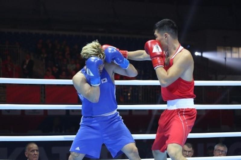 Бокстан ӘЧ: Бекзат Нұрдәулетов әлемнің төрт дүркін чемпионын жеңді