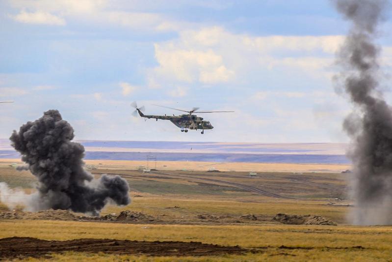 8国联合军事演习在俄罗斯进行