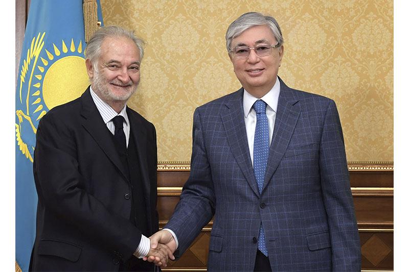 总统会见欧洲复兴开发银行首任负责人雅克·阿塔利