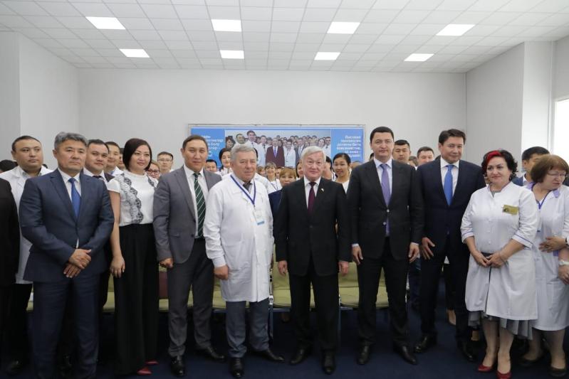 Вице-премьер РК встретился с медиками ВКО