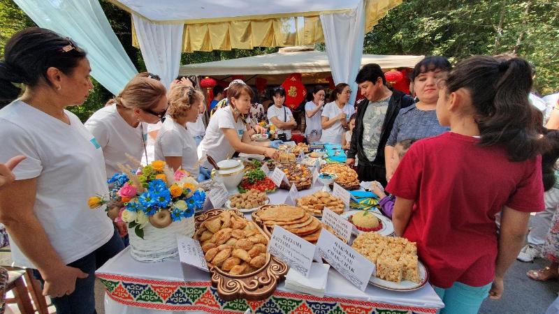 Казахстанские дипломаты приняли участие в фестивале национальных блюд в Ташкенте