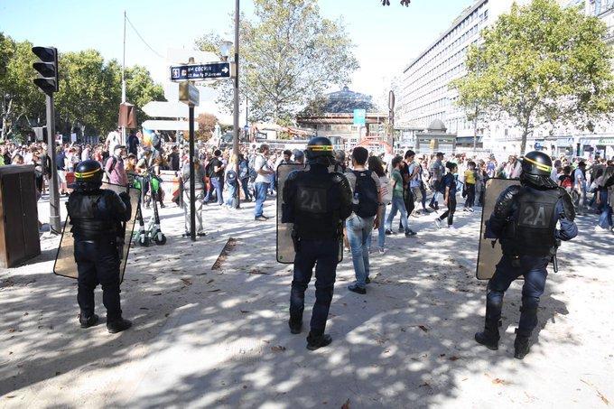 Манифестация «желтых жилетов» в Париже: 163 задержанных