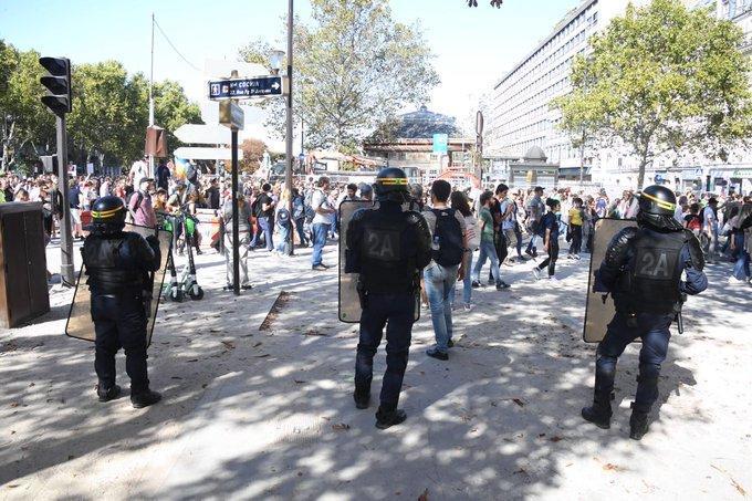 Парижде үкіметке қарсы акция барысында 163 адам ұсталды