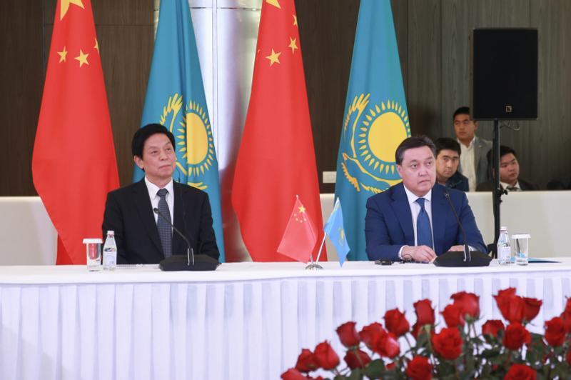 Kazakh, Chinese MPs visit AIFC