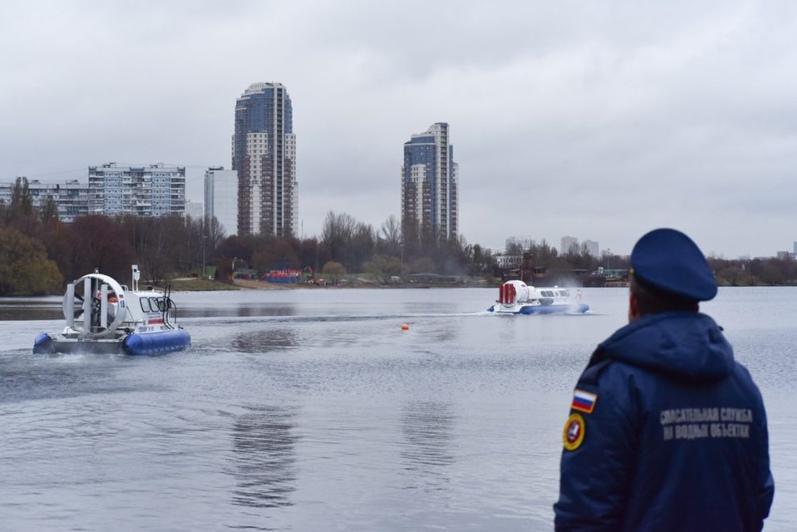 На Москве-реке перевернулась яхта: пострадали 5 человек