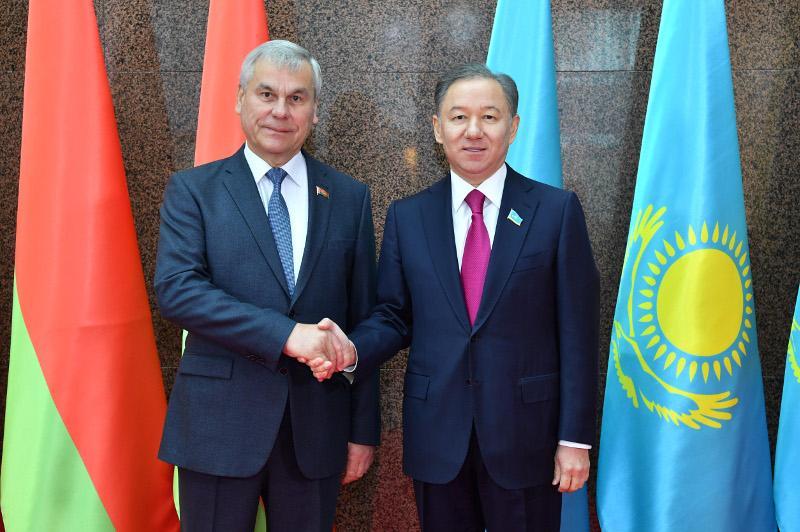 马吉利斯议长会见白俄罗斯众议院议长安德烈琴科