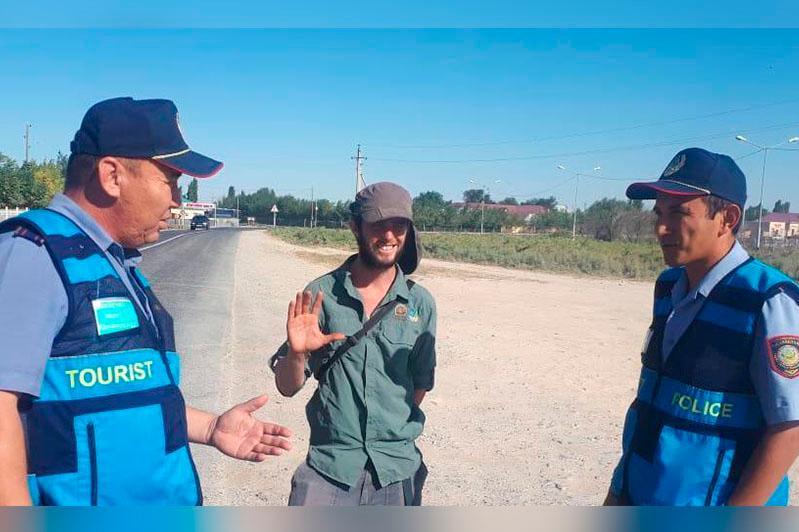 Заблудившемуся при посещении Арыстанбаба гражданину Израиля помогли полицейские