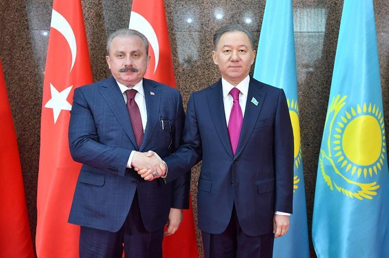 Nurlan Nyǵmatýlın men Mustafa Shentop parlamentaralyq is-qımyldy damytýdy talqylady