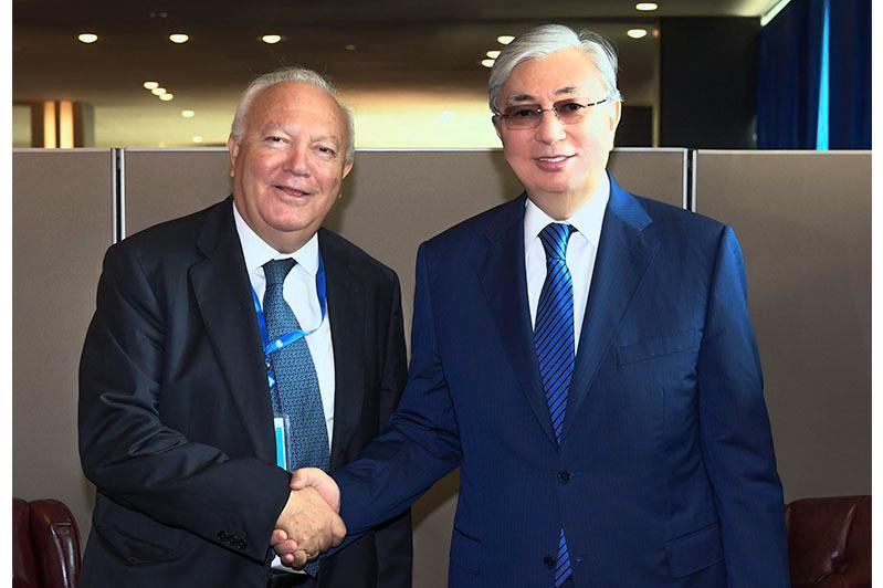 托卡耶夫总统会见联合国文明联盟高级代表莫拉蒂诺斯
