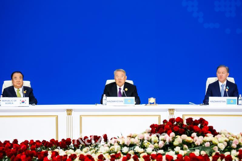 第四届欧亚国家议长会议开幕 首任总统发表讲话