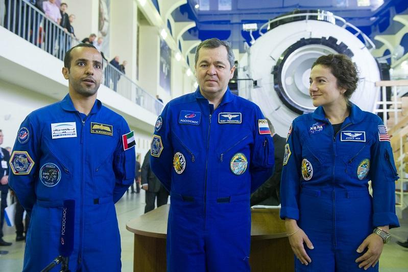 Предстартовую пресс-конференцию экипажей с первым космонавтом ОАЭ покажут в прямом эфире