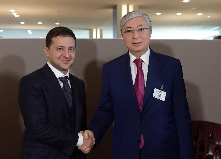 Касым-Жомарт Токаев и Владимир Зеленский пригласили друг друга совершить взаимные визиты