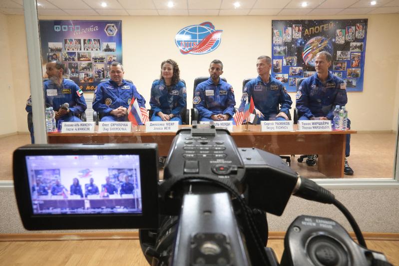 Первый космонавт ОАЭ обещал показать, как будет совершать намаз  в космосе