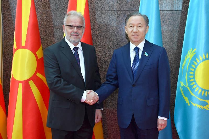 尼格马图林会见北马其顿议会议长贾菲里