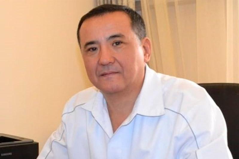 №4 аурухананың бас дәрігері Қанат Тезекбаев ешқайда кетпеу туралы қолхатпен босатылды