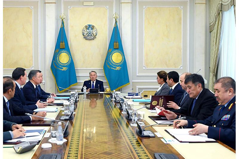 首任总统主持召开安全会议例行会议