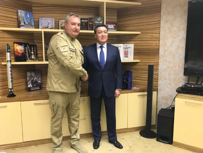 Аскар Мамин встретился на Байконуре с главой Роскосмоса