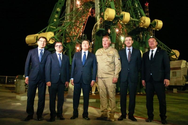 政府总理视察拜科努尔并会见Roscosmos总裁