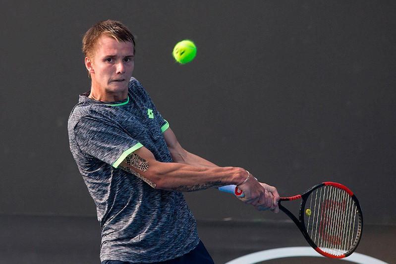 网球:哈萨克斯坦小将晋级成都公开赛第三轮