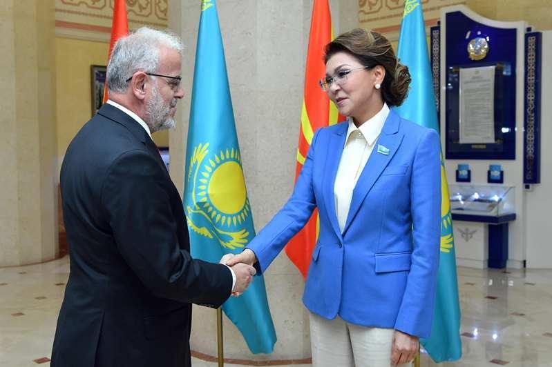 纳扎尔巴耶娃会见北马其顿议会议长贾菲里